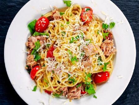 Спагети Туна с риба тон, синьо сирене, пармезан и кашкавал - снимка на рецептата